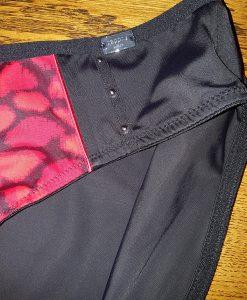 gedragen-sapph-slip-in-het-zwart-met-rood2